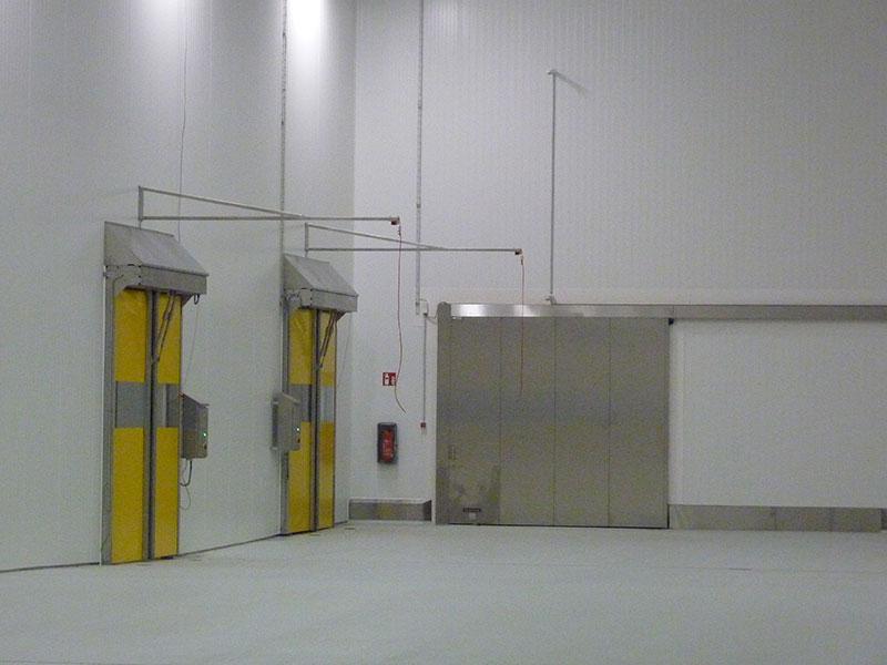 Kühllager mit Brandschutztor und Schnelllauftoren