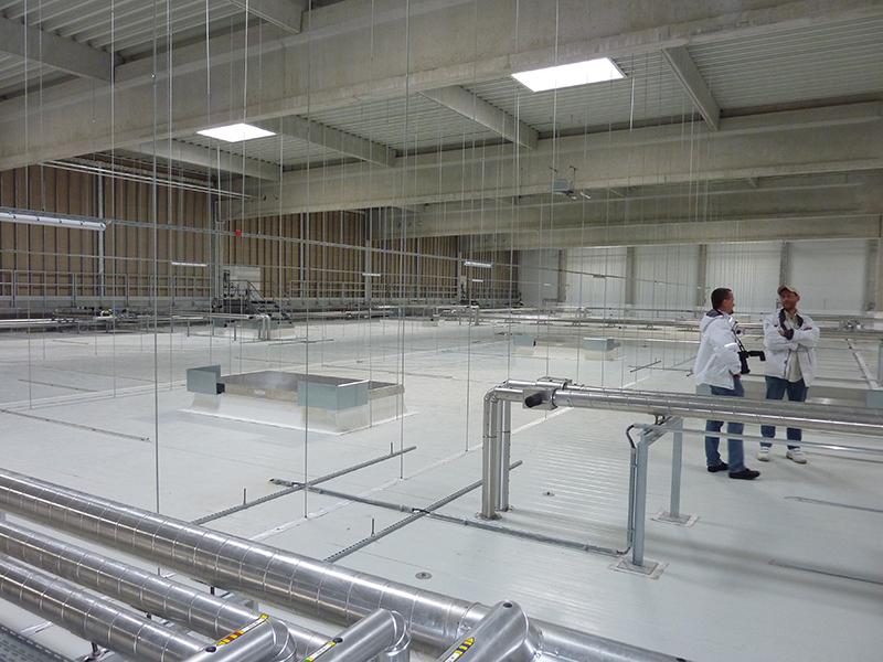 Begehbare Installationsdecke über Kühllager